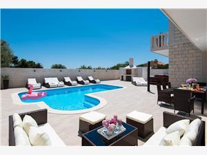 вилла Domenica Orebic, квадратура 200,00 m2, размещение с бассейном, Воздуха удалённость от моря 80 m