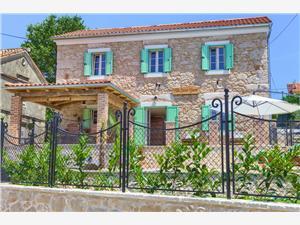 Vila Stone Queen Malinska - ostrov Krk, Prostor 105,00 m2, Soukromé ubytování s bazénem, Vzdušní vzdálenost od moře 100 m