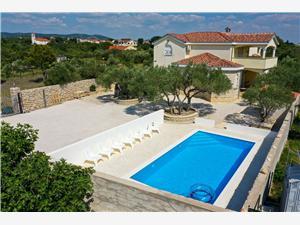 Дом Anna Drage, квадратура 250,00 m2, размещение с бассейном, Воздух расстояние до центра города 100 m