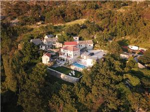 Dům Željko Zrnovnica (Split), Kamenný dům, Prostor 180,00 m2, Soukromé ubytování s bazénem