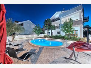 Appartements Baldo Vodice, Superficie 58,00 m2, Hébergement avec piscine, Distance (vol d'oiseau) jusqu'au centre ville 300 m