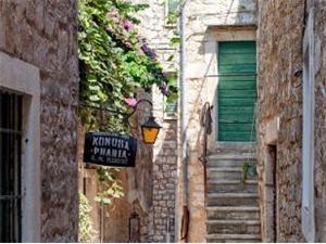 Stenen huize Midden Dalmatische eilanden,Reserveren Lotti Vanaf 50 €