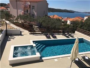 Hébergement avec piscine Miroslava Kastel Luksic,Réservez Hébergement avec piscine Miroslava De 88 €