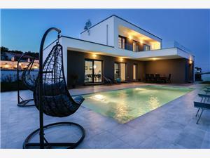 Villa Ella Premantura Premantura, Kvadratura 168,00 m2, Smještaj s bazenom, Zračna udaljenost od centra mjesta 100 m
