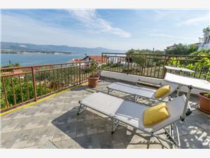 Apartman Moric Arbanija (Ciovo), Méret 70,00 m2, Légvonalbeli távolság 150 m, Nemzeti Park bejáratától való távolság 45 m