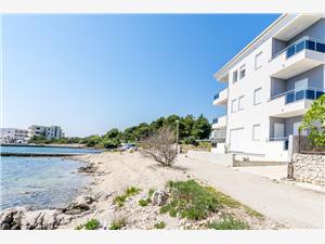 Apartamenty Pia Riwiera Sibenik, Powierzchnia 48,00 m2, Odległość do morze mierzona drogą powietrzną wynosi 5 m