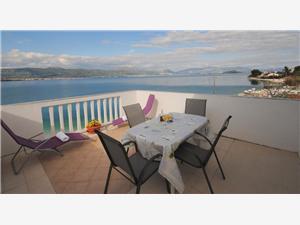 Appartement Nevenka Arbanija (Ciovo), Kwadratuur 72,00 m2, Lucht afstand tot de zee 10 m