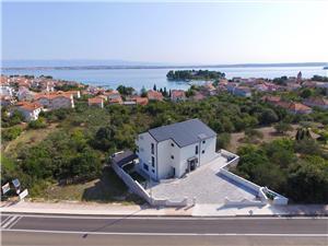Apartamenty Vila Marijana Preko - wyspa Ugljan, Powierzchnia 49,00 m2, Odległość do morze mierzona drogą powietrzną wynosi 200 m, Odległość od centrum miasta, przez powietrze jest mierzona 700 m
