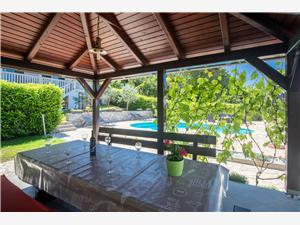 Vila Ore Malinska - ostrov Krk, Rozloha 150,00 m2, Ubytovanie sbazénom, Vzdušná vzdialenosť od mora 150 m