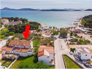 Appartement Grgo Vodice, Kwadratuur 72,00 m2, Lucht afstand tot de zee 50 m, Lucht afstand naar het centrum 200 m