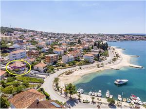 Beachfront accommodation Split and Trogir riviera,Book Karlo From 117 €