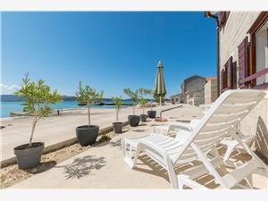 Apartament Island Dream Krapanj - wyspa Krapanj, Powierzchnia 50,00 m2, Odległość do morze mierzona drogą powietrzną wynosi 30 m, Odległość od centrum miasta, przez powietrze jest mierzona 50 m