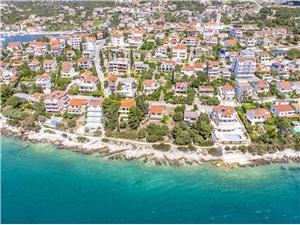 Apartmány Pupa Seget Vranjica, Prostor 45,00 m2, Soukromé ubytování s bazénem, Vzdušní vzdálenost od moře 25 m