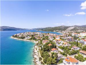 Dom Pinky Split a Trogir riviéra, Rozloha 150,00 m2, Ubytovanie sbazénom, Vzdušná vzdialenosť od mora 25 m