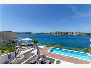 Ferienwohnung Mirjana Šibenik Riviera, Größe 45,00 m2, Privatunterkunft mit Pool, Luftlinie bis zum Meer 15 m