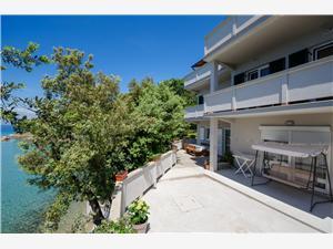 Apartmani By the sea in Lopar Lopar - otok Rab, Kvadratura 65,00 m2, Zračna udaljenost od mora 10 m, Zračna udaljenost od centra mjesta 800 m