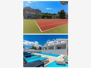 Apartmány a Izby Villa Niko Arbanija (Ciovo), Rozloha 45,00 m2, Ubytovanie sbazénom, Vzdušná vzdialenosť od mora 49 m