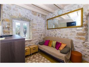 Dům Gulliver Kastel Sucurac, Prostor 60,00 m2, Vzdušní vzdálenost od moře 190 m