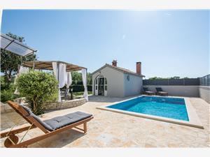Kuća za odmor Moonstone Zadar, Kvadratura 95,00 m2, Smještaj s bazenom