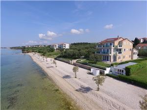 Ferienwohnungen Citrine on the beach Zadar Riviera, Größe 125,00 m2, Luftlinie bis zum Meer 5 m