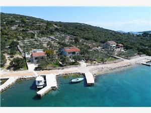 Haus Dionis Pasman, Haus in Alleinlage, Größe 40,00 m2, Luftlinie bis zum Meer 20 m