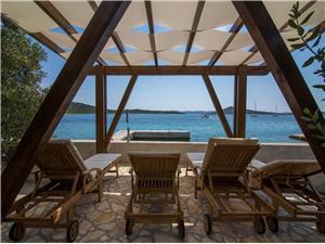Maison Morfej Les îles de Dalmatie du Nord, Maison isolée, Superficie 55,00 m2, Distance (vol d'oiseau) jusque la mer 40 m