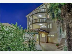 Apartmány Tommy Com Crikvenica, Prostor 55,00 m2, Soukromé ubytování s bazénem, Vzdušní vzdálenost od moře 70 m