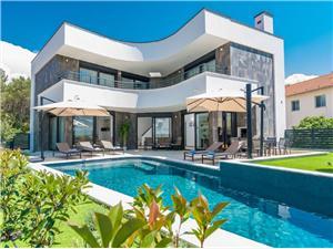 Villa Song of Flower 1 Biograd, Superficie 400,00 m2, Hébergement avec piscine, Distance (vol d'oiseau) jusque la mer 220 m