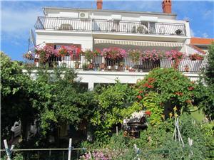Apartmaji Grapevines Pakostane,Rezerviraj Apartmaji Grapevines Od 50 €