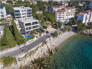 Appartementen DEL MAR 1 Crikvenica, Kwadratuur 80,00 m2, Accommodatie met zwembad, Lucht afstand tot de zee 15 m