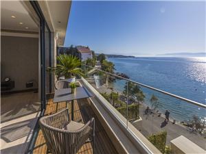 Апартаменты DEL MAR 4 Crikvenica, квадратура 76,00 m2, размещение с бассейном, Воздуха удалённость от моря 15 m