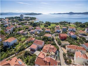 Apartmány Zanze Vodice, Prostor 24,00 m2, Vzdušní vzdálenost od moře 220 m, Vzdušní vzdálenost od centra místa 500 m