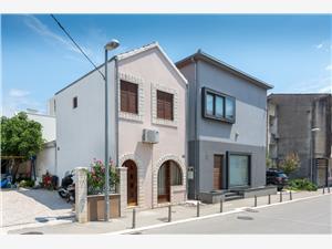 Апартамент Bralić Kastel Stari, квадратура 50,00 m2, Воздуха удалённость от моря 70 m, Воздух расстояние до центра города 200 m
