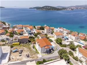Appartementen Marija Razanj, Kwadratuur 50,00 m2, Accommodatie met zwembad, Lucht afstand tot de zee 120 m