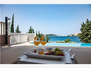 Ferienwohnungen Ksenija Rogoznica, Größe 27,00 m2, Privatunterkunft mit Pool, Luftlinie bis zum Meer 20 m
