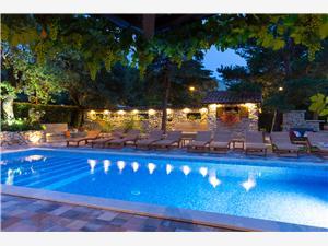 Apartmani Antonia Malinska - otok Krk, Kvadratura 70,00 m2, Smještaj s bazenom, Zračna udaljenost od centra mjesta 400 m