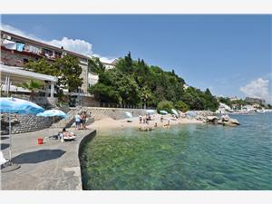 Apartman Daris Crnogorsko primorje, Kamena kuća, Kvadratura 50,00 m2, Zračna udaljenost od mora 5 m