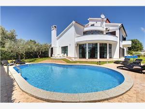 вилла Villa Mutila Medulin, квадратура 380,00 m2, размещение с бассейном, Воздух расстояние до центра города 590 m