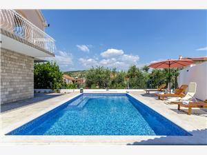 Vila Alka Okrug Gornji (Ciovo), Kvadratura 100,00 m2, Namestitev z bazenom, Oddaljenost od morja 80 m