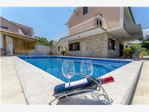 Vila Alka Dalmácie, Prostor 100,00 m2, Soukromé ubytování s bazénem, Vzdušní vzdálenost od moře 80 m