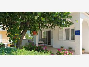 Apartmaj Ljiljana Novi Vinodolski (Crikvenica), Kvadratura 75,00 m2, Oddaljenost od centra 800 m