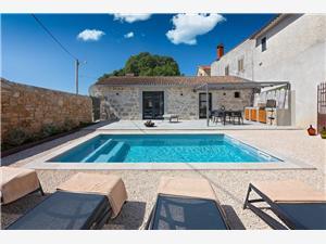 Hébergement avec piscine Dvori Porec,Réservez Hébergement avec piscine Dvori De 160 €