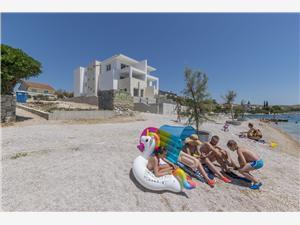 Дом Marina Zaboric (Sibenik), квадратура 120,00 m2, Воздуха удалённость от моря 20 m, Воздух расстояние до центра города 300 m