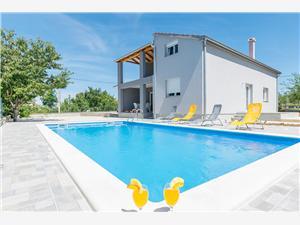 Dům Cherry Garden Riviéra Zadar, Prostor 140,00 m2, Soukromé ubytování s bazénem