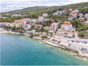 Appartementen Krusica Arbanija (Ciovo), Kwadratuur 40,00 m2, Accommodatie met zwembad, Lucht afstand tot de zee 30 m