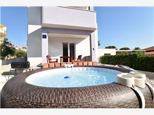 Апартамент Afrodita Bilo (Primosten), квадратура 60,00 m2, Воздуха удалённость от моря 200 m