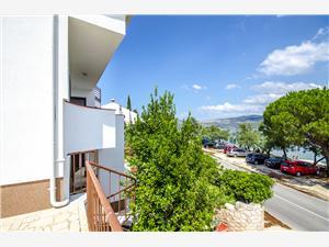 Apartmaji Jozo Slatine (Ciovo), Kvadratura 40,00 m2, Oddaljenost od morja 10 m