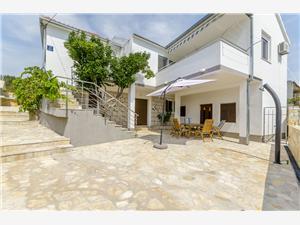 Дом Ivana Vinisce, квадратура 130,00 m2, Воздуха удалённость от моря 200 m, Воздух расстояние до центра города 100 m