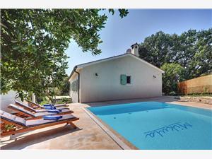 Villa Mikula Krnica (Pula), Kwadratuur 280,00 m2, Accommodatie met zwembad, Lucht afstand naar het centrum 500 m