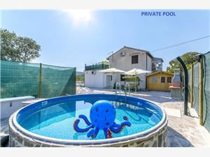 Appartement Snjezana Marina, Kwadratuur 113,00 m2, Accommodatie met zwembad